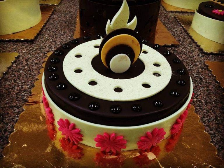 Combo of Cake and Flowers Home Delivery in Pune